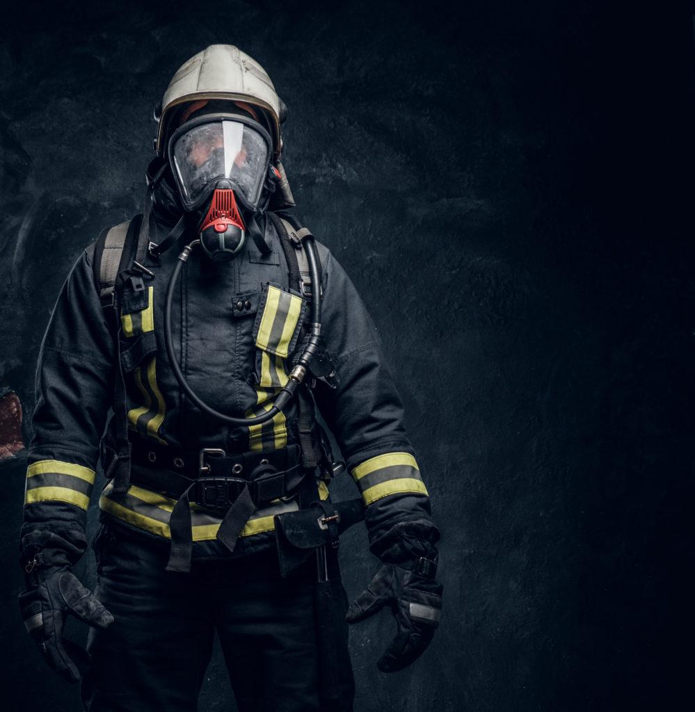 Workman in respirator 251428052